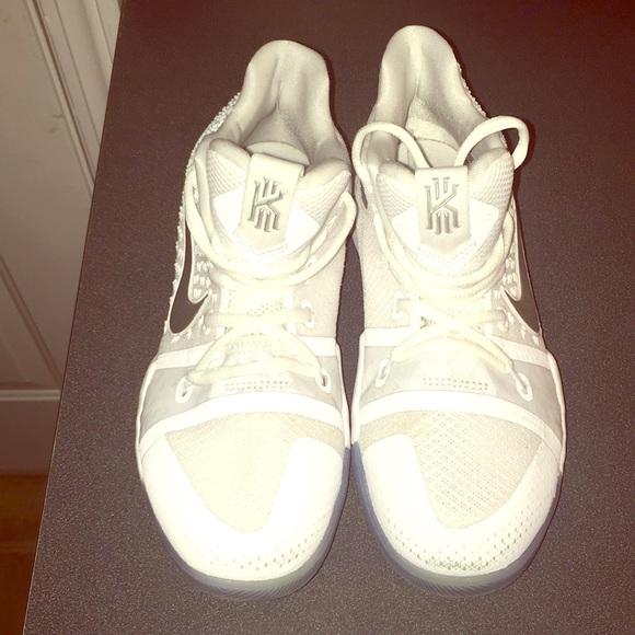 147dddc082d3 Nike Kyrie 3 Little Kids All White. M 5aa44e7c9cc7ef2721892c24